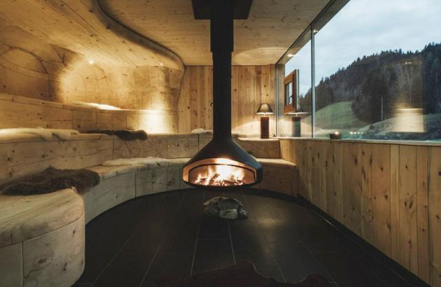 Cheminée Design centrale Ergofocus située dans un Hotel en Autriche