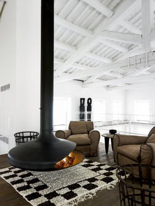 central designer fireplace Gyrofocus in Paolanavone