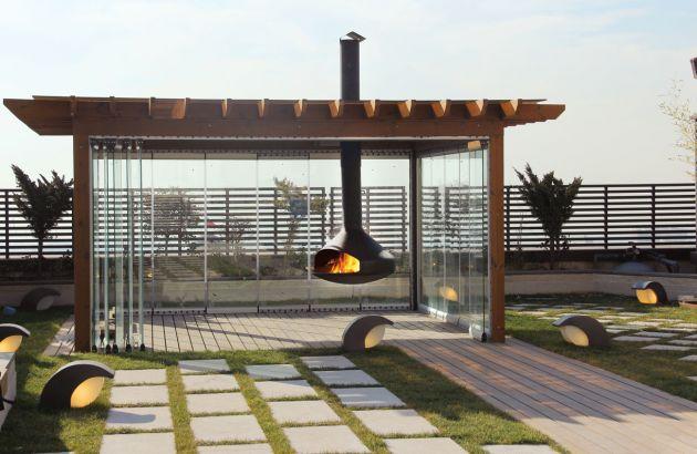 Ergofocus cheminée design suspendue pour l'extérieur