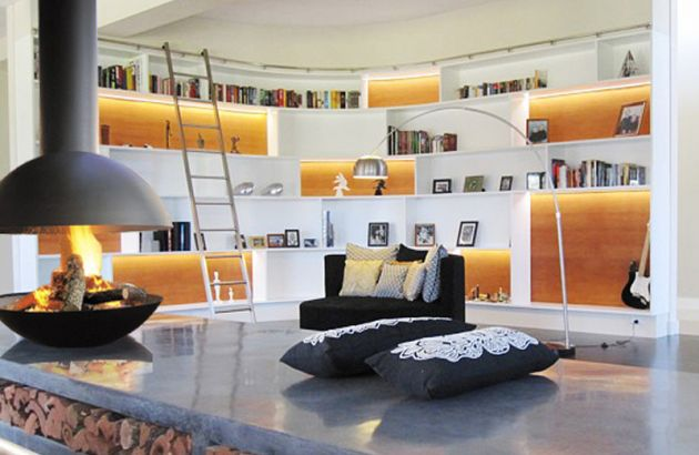Cheminée Design centrale Mezzofocus dans un salon bibliothèque